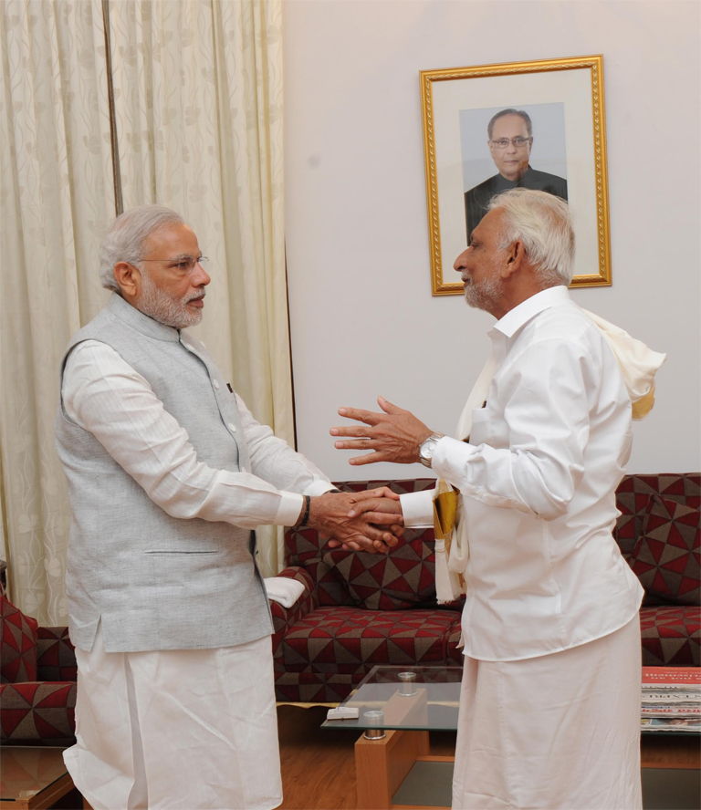 PM Narendra Modi with Sri M at Bengaluru-April 2015