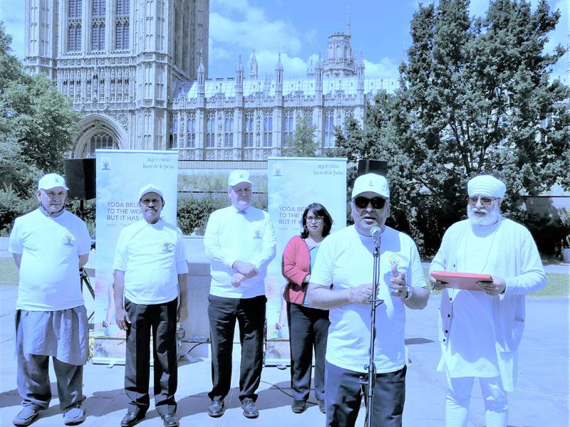 2.-IYD-@-Victoria-Tower-Gardens.-Minister-Manoj-Sinha-MP,-Speaker-Dr-Thambidurai,-Bob-Blackman-MP,-Baroness-Verma,-HCI-Y-K-Sinha,-Amarjeet-S-Bhamra