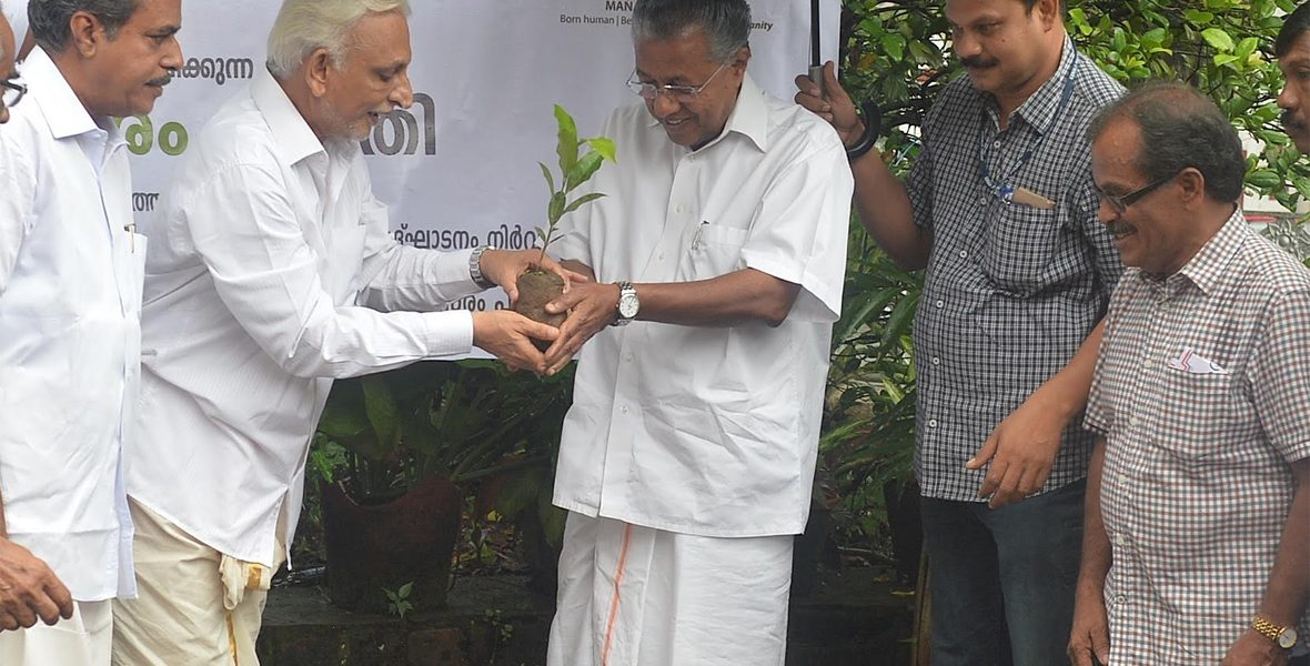 Sri-M-along-with-Kerala-CM-Pinarayi-Vijayan-launch-the-'My-Tree'-initiative